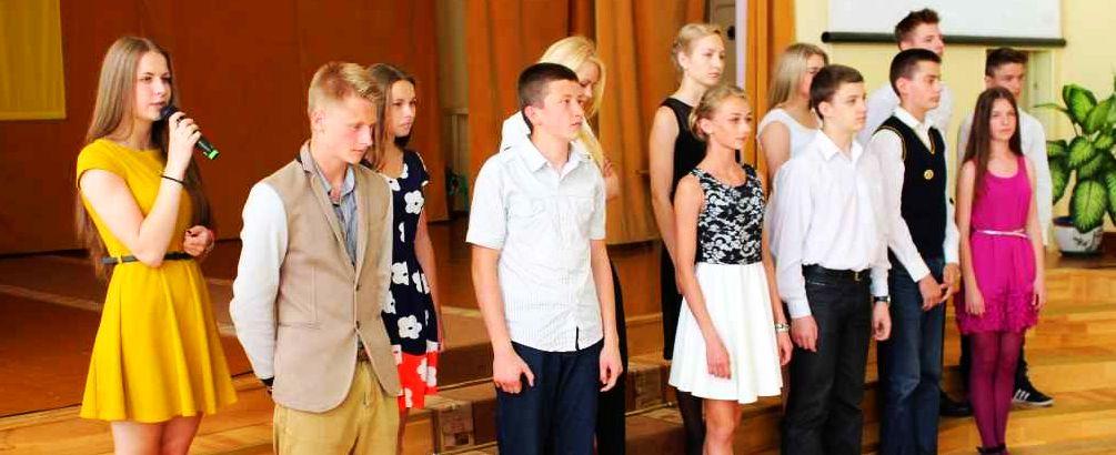 8 klasių mokinių atsisveikinimas su mokykla